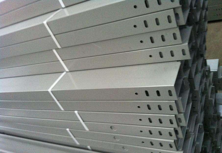热浸锌电缆桥架沃和当电缆数量少时,会延燃而自熄吗?